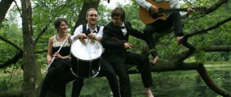 """Jue 